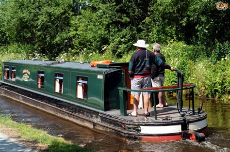 boating holidays england canal boat hire england uk narrow boat holidays with your dog pets4homes
