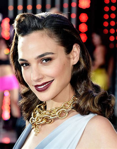 Middle Eastern Hairstyles by Gal Gadot S Shoulder Length Pin Curls Hairstyle Prom