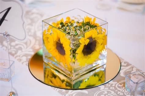 eye catching centerpieces to enhance the retirement