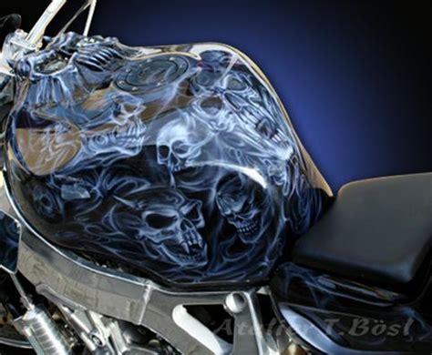 Lackieren Mit Airbrush Pistole by Airbrush Custompainting Airbrush Auf Bikes Helmen Und Co