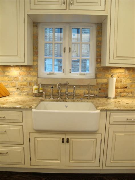 lincoln park chicago kitchen with brick backsplash