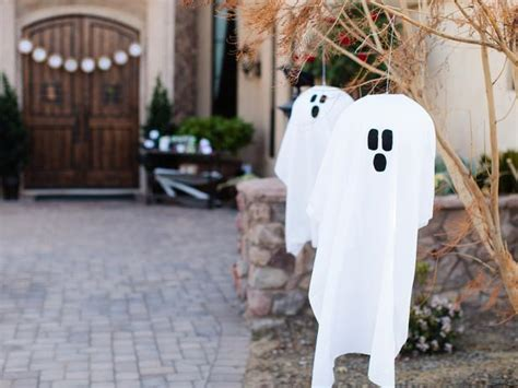 Outdoor Ghost Decorations by Outdoor Decoration Hanging Ghosts Easy Crafts