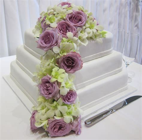 Fresh Wedding Flowers by Fresh Flowers On Wedding Cakes Wedding Flowers 2013