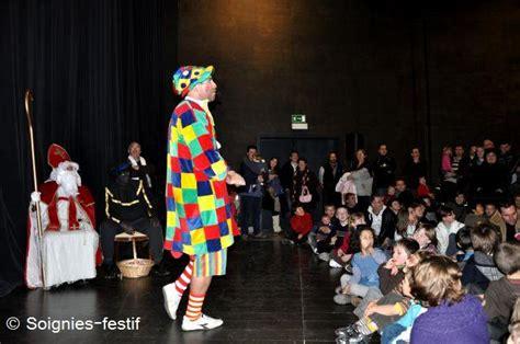 clown alfonso joue un spectacle pour enfants dans les coles et sur scnes invitant le jeune