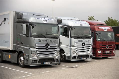 mercedes truck car wallpaper car pictures new mercedes benz actros 2013