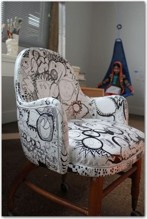 spray paint chairs white chairtastic upcycle an vinyl chair with white spray