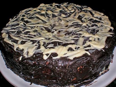 schokoladen kirsch kuchen schokoladen kirsch kuchen rezept mit bild