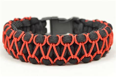 Make the herringbone stitched cobra paracord bracelet paracord com