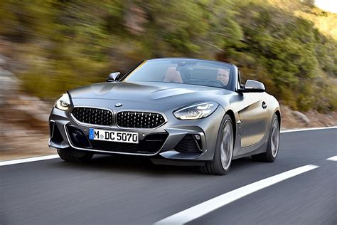 bmw  roadster shows stunning details   photo