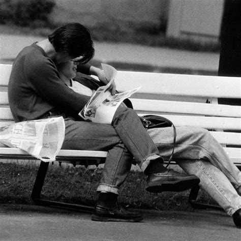 wallpaper black and white romantic love couple kissing on the bench black and white