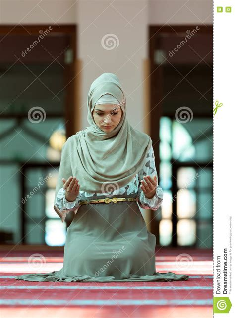 muslim women stock photos and images 7366 muslim women young muslim family with many members isolated stock