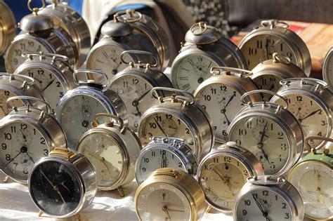 file trento mercatino dei gaudenti alarm clocks jpg wikimedia commons