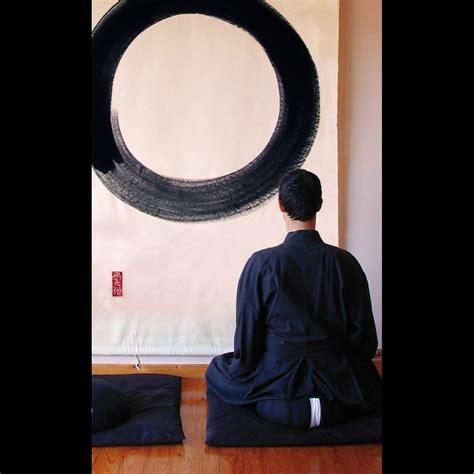 cuscini per terra zafu il cuscino per meditare tra terra e cielo vivere zen