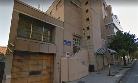 ufficio immigrazione cosenza espulso dall italia si presenta all ufficio immigrazione