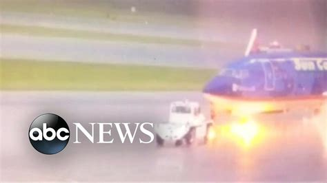 lighting fort myers fl airport worker struck by lightning in fort myers fl