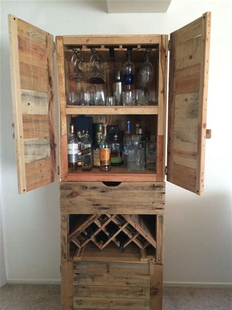 Diy Drinks Cabinet by 25 Best Ideas About Liquor Cabinet On Mancave