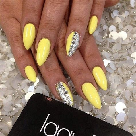 Nägel Gelb by Best 25 Yellow Nails Ideas On