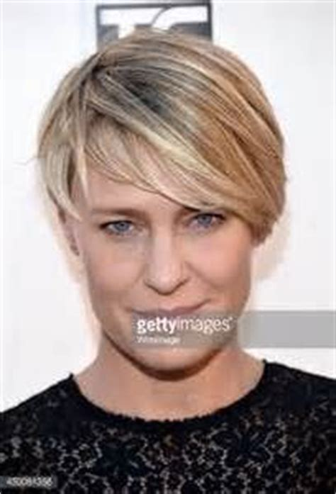 robin wright s hair color change in house of cards robin wright rotkehlchen and haarschnitte on pinterest