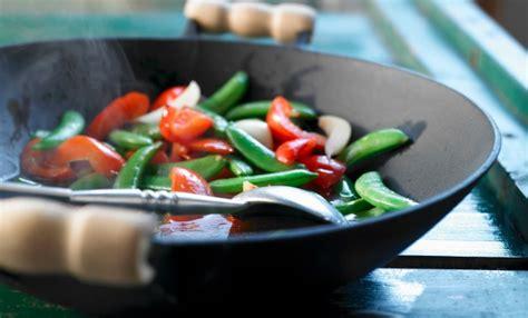 come cucinare con il wok cucinare con il wok le 5 ricette facili leitv