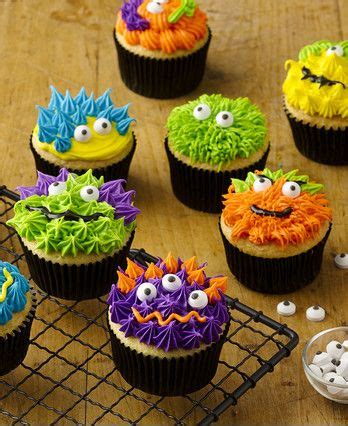 fun easy treats      hit  halloween parties  year  pipe frosting