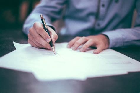 things to consider in getting the contract ten things to consider before signing a commercial