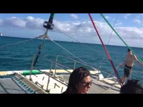 catamaran boat ride hawaii hula s catamaran waikiki boat ride youtube