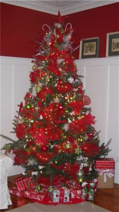 how to put mesh ribbon on a christmas tree 1000 images about decor on trees deco mesh and mesh ribbon