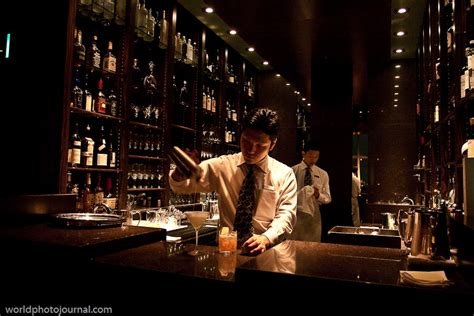 top jazz bars in nyc preparing cocktails new york bar park hyatt tokyo