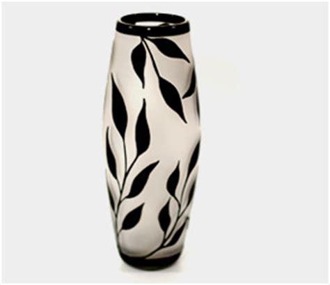 black white willow leaves vase