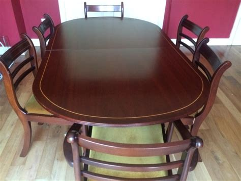 large oval mahogany pedestal dining room table and