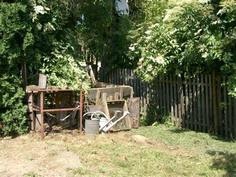 plötzlich schuppen villa hildegard alter kompost an holunder und pl 195 164 ne f 195 188 r