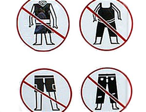 costumi da bagno succinti vietato indossare abiti succinti multare chi sfila in