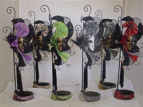 Mardi Gras Mask Jewlery Stand: lafavoritafavors.com