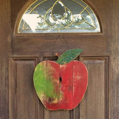 rustic reclaimed pallet wood apple wall decor fall autumn