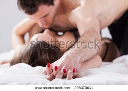 love in bed liebe stock images royalty free images vectors