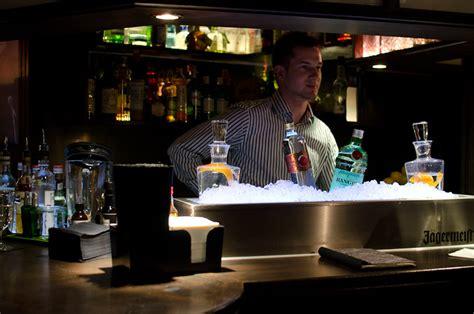 Schwarz Weiss Bar Stuttgart by Die Er 246 Ffnung Der Schwarz Wei 223 Bar Cocktails Fashioned