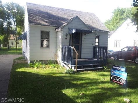 grand rapids houses for sale 33 48th st se grand rapids michigan 49548 foreclosed home information foreclosure