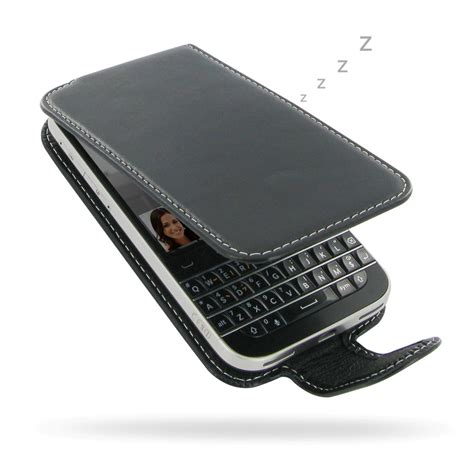 Blackberry Classic Q20 Leather Pouch Classic White Original Pack 1 blackberry classic leather flip carry pdair wallet