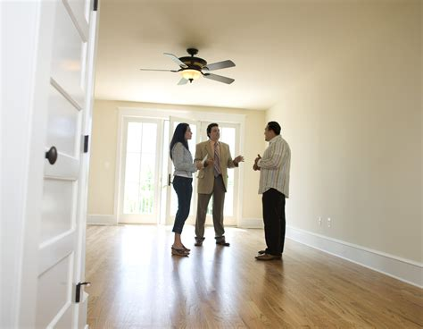 how to choose a realtor to buy a house 6 tips for choosing a real estate agent the allstate blog