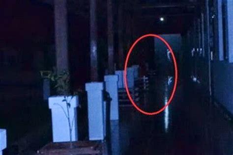 film hantu yang takut cahaya penakan hantu dalam kamera