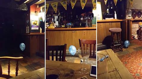 nios fantasmas jugando con juguetes ok noticias v 237 deo muestra el fantasma de un ni 241 o jugando con un globo