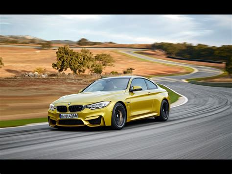 2014 bmw m4 coupe 2014 bmw m4 coupe motion 1 1024x768 wallpaper