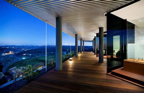 hilltop residence offers   degree view  lake austin