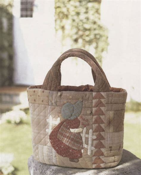 Patchwork Bags To Make - taupe quilted handbags and quilt on