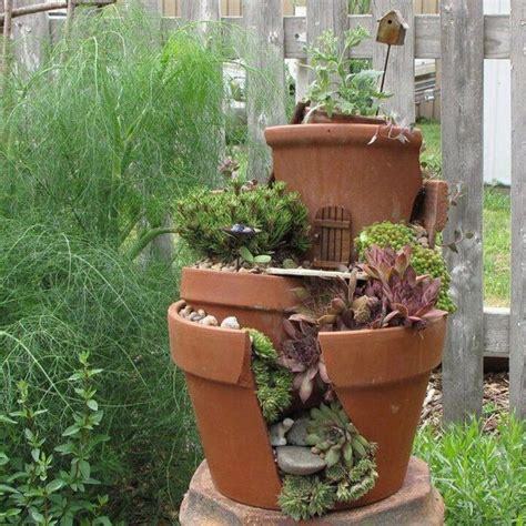 i vasi riciclare i vasi rotti in fantastici giardini in miniatura