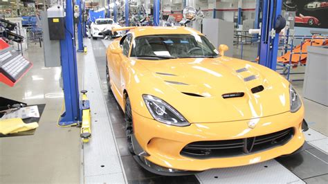 pour     dodge viper top speed