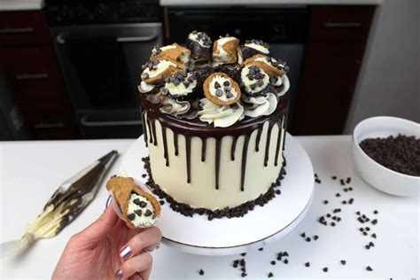 Chocolate Chips Sink To Bottom Of Cake by Chocolate Chip Cannoli Cake Chelsweets