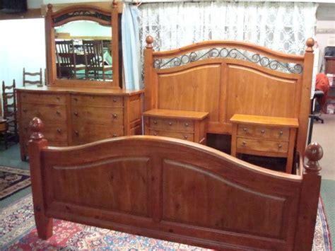 broyhill continental tapestry pine bedroom set