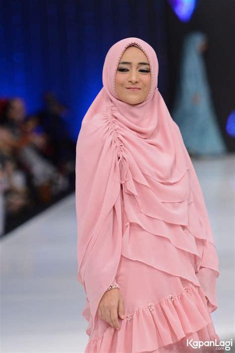 Fatika Syar I parade gaya syar i selebriti istri cantik buat hati tenang kapanlagi