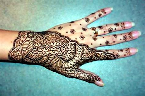 henna tattoo has been the fashion since the time